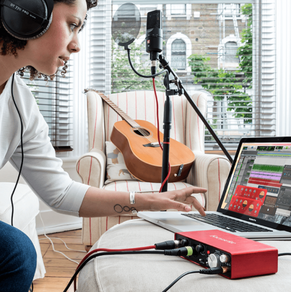 Interface de audio Focusrite Scarlett2 2i2
